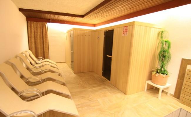 Saunabereich-min